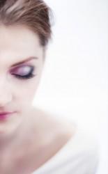 <h3 class='image_title'>Makijaż ślubny Kraków</h3><div class='image_fb'><div class='product'><fb:like href='http://sylwiamakeup.pl/galleries/wedding/231' layout='button_count' show_faces='true' width='240' height='40' action='like' colorscheme='light'></fb:like></div></div><br /><div class='image_description'>  Mocny makijaż oka oraz mocno zaznaczone usta to propozycja dla odważnych Pań młodych. Pasuje do delikatnego kroju sukienki i do delikatnych dodatków. Cienkie włosy musiały zostać lekko podkręcone. Aby fryzura nabrała ciekawszego kształtu.</div><br /> <div class='image_comment'><a href='http://sylwiamakeup.pl/galleries/wedding/327' layout='button_count'>więcej..</a> </div>