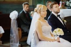 <h3 class='image_title'>Makijaż ślubny Kraków</h3><div class='image_fb'><div class='product'><fb:like href='http://sylwiamakeup.pl/galleries/wedding/233' layout='button_count' show_faces='true' width='240' height='40' action='like' colorscheme='light'></fb:like></div></div><br /><div class='image_description'>  delikatny makijaż ślubny zdjęcia w kościele. Fryzura ślubna i makijaż subtelny, romantyczny. Upięcie lekkie, kobiece dla cienkich i średniej długości włosów.</div><br /> <div class='image_comment'><a href='http://sylwiamakeup.pl/galleries/wedding/329' layout='button_count'>więcej..</a> </div>