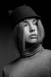 <h3 class='image_title'>Makijaż Kraków</h3><div class='image_fb'><div class='product'><fb:like href='http://sylwiamakeup.pl/galleries/beautyfashion/246' layout='button_count' show_faces='true' width='240' height='40' action='like' colorscheme='light'></fb:like></div></div><br /><div class='image_description'>  Makijaż do zdjęć czarno białych to przede wszystkim odpowiednie wykonturowanie twarzy. Dobór produktów na zasadzie światło cienia.</div><br /> <div class='image_comment'><a href='http://sylwiamakeup.pl/galleries/beautyfashion/342' layout='button_count'>więcej..</a> </div>